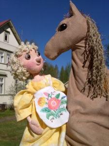 Ulrica ja lempihevonen / nuket Helena Kaipio